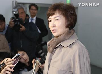 """이대 최경희 총장 사임···""""입시·학사관리에 특혜없어"""""""