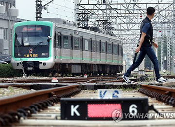 عمال مترو سيول ينظمون إضرابا من أجل رفع الأجور