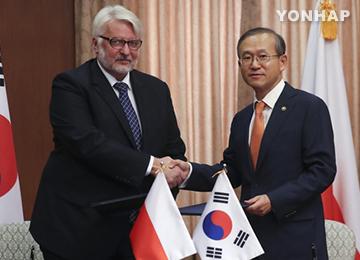 韩国和波兰外长举行会谈 商定在向北韩施压问题上保持合作