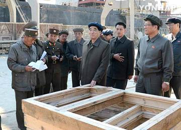 북한 박봉주 총리, 홍수피해 복구현장 시찰