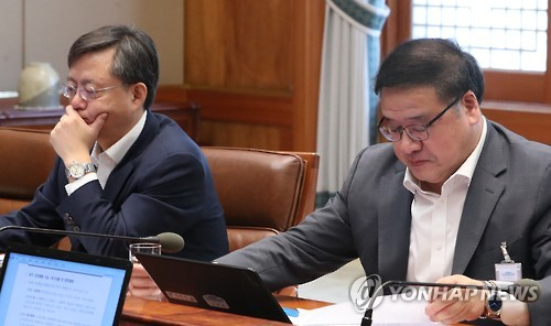 Park Dismisses Senior Aides Amid Scandal