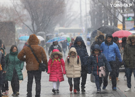 ソウルで初雪 平年より5日遅く