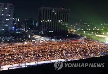Una sexta manifestación multitudinaria en Corea exige la renuncia de la presidenta