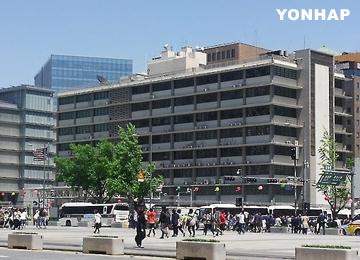 S. Korean Rams Car into US Embassy in Seoul