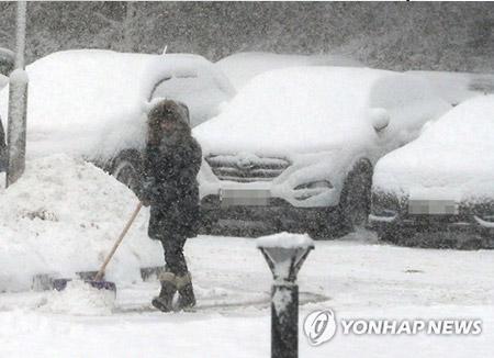 Tuyết lớn gây nhiều sự cố trên toàn Hàn Quốc