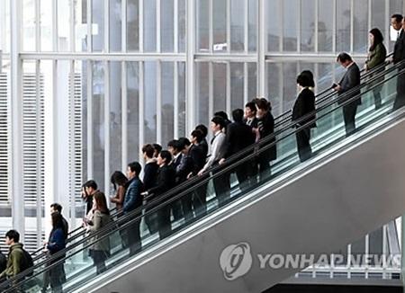 韓国政府 定年年長などの高齢化対策の社会的議論進める
