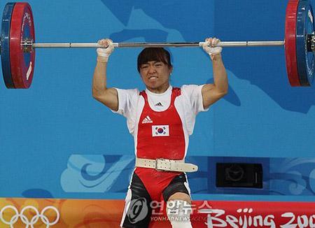 Pejudo Korsel Im Jeong-hwa Menerima Medali Perak