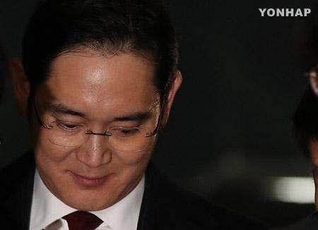 Спецпрокурор намерен поместить Ли Чжэ Ёна под стражу