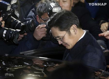 分析:特检将朴槿惠总统和崔顺实视为受贿共犯