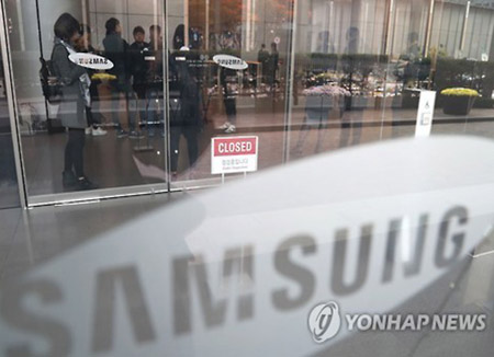 Samsung Prepares to Defend Lee in Court