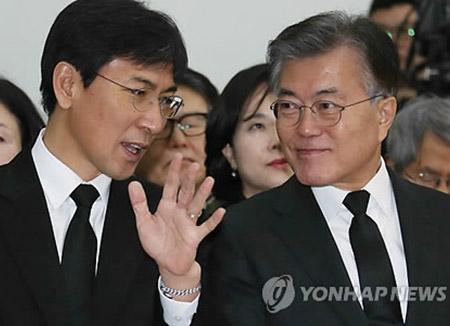 Poll: Moon Jae-in Maintains Leads, Ahn Hee-jung Soars