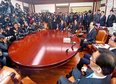 المعارضة  تسعى لإقالة الرئيس بالوكالة بسبب رفضه تمديد التحقيق المستقل