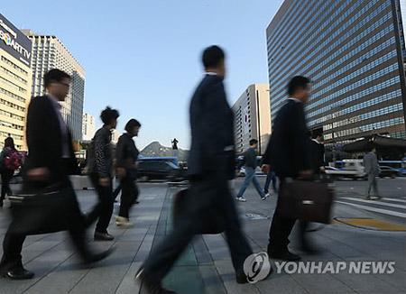失業者数135万人 アジア通貨危機以降最大規模