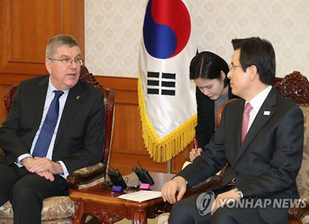 IOC会長 ソウルで大統領権限代行と会談