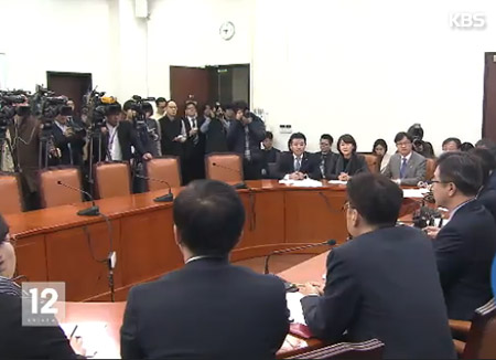 Political Parties Clash over Early Constitutional Revision