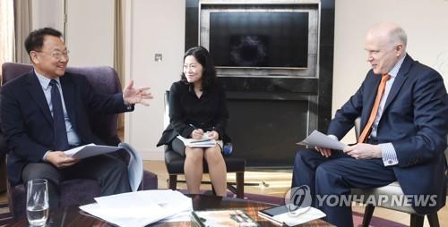 経済副総理 大手格付け会社2社の関係者と会談