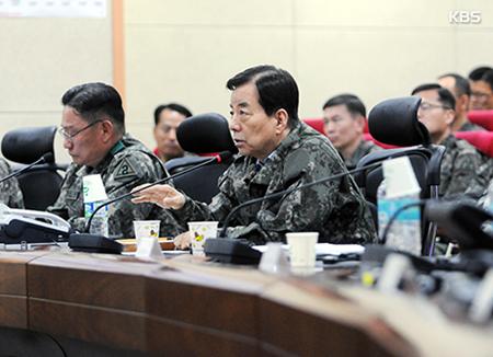 """한민구 한미 연합훈련 현장 방문···""""국가 안보에 타협 없어"""""""