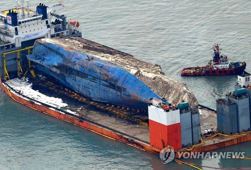 Court Orders Gov't, Sewol Operator Pay 80 Mil Won to Surviving Victims
