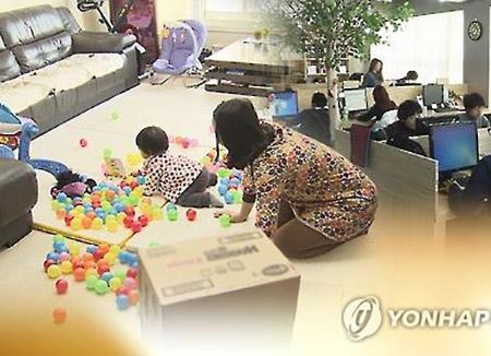 La baja por cuidado de hijos en Corea implica una reducción salarial del 70%