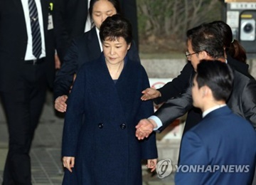 First Pretrial Hearing Held for Ex-President Park