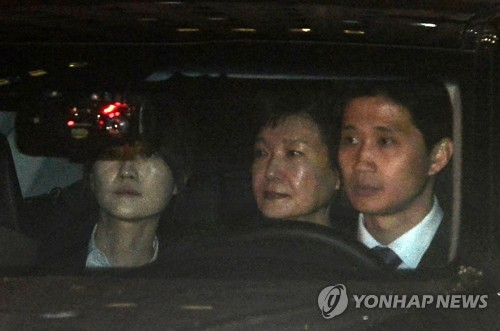 Prosecution to Question Ex-President Park on Tuesday