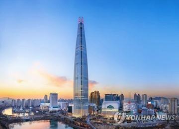 Feux d'artifice pour l'inauguration de la Lotte World Tower