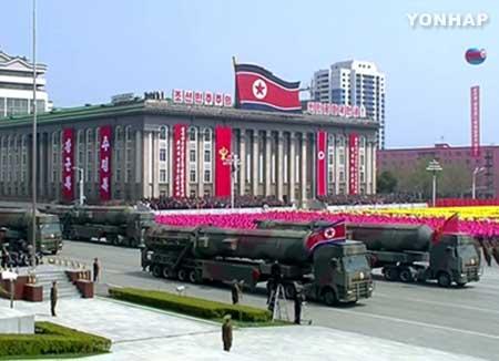 كوريا الشمالية تهدد بحرب شاملة ضد أي ضربة عسكرية أمريكية