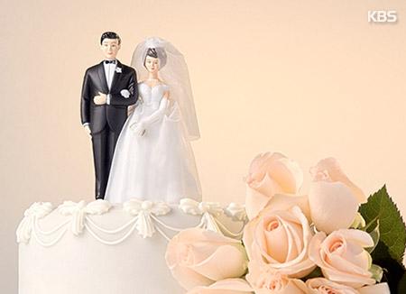 「結婚は選択」と考える青少年 初めて半分超える
