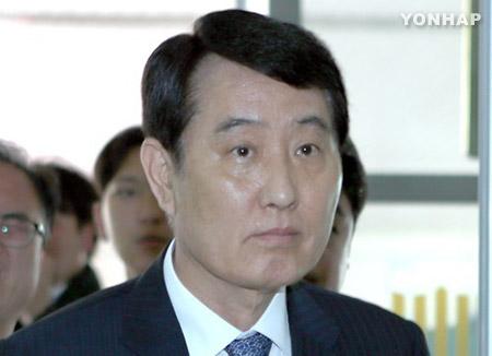BNK 주가조작 의혹...성세환 회장 구속