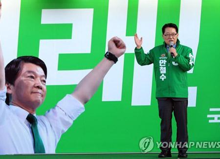 """박지원 """"대북송금 특검 다 반대하는데…문재인은 땅만 쳐다봐"""""""