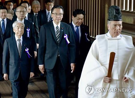 """정부, """"일본 총리 야스쿠니 공물 봉납 깊은 유감"""""""