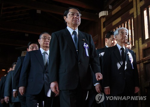 Japanese Lawmakers Visit Yasukuni Shrine, Abe Sends Offering