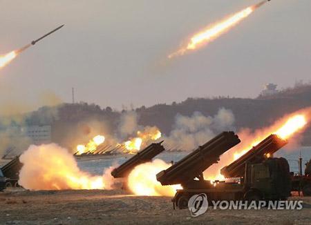 北韓 軍記念日にあわせ大規模砲撃演習を実施