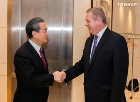 中国外长王毅会见俄罗斯副外长加季洛夫 将共同努力重启北核问题对话