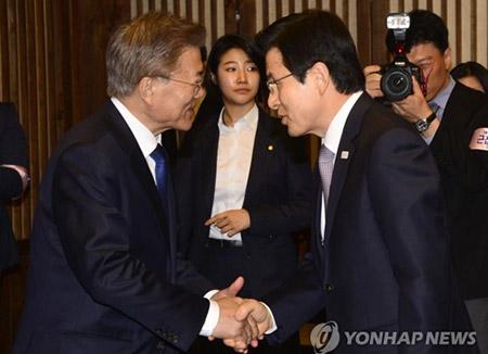 Президент РК принял отставку Хван Гё Ана с должности премьер-министра