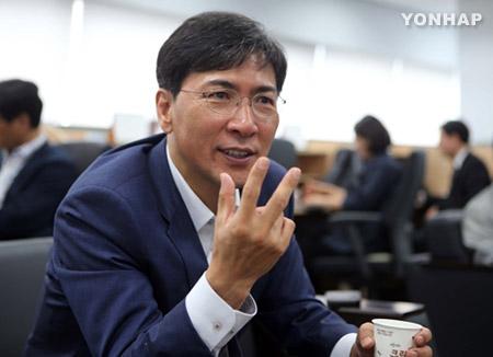 """안희정 """"문재인 뽀뽀, 국민에 재미 줘 좋은 일...입각 안할 것"""""""