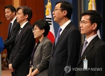 Le président Moon nomme trois de ses principaux conseillers