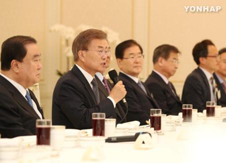 Pres. Moon Seeks Luncheon with Party Floor Leaders