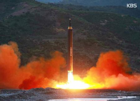 """미국 국방부 """"북한 미사일 감정중…ICBM 비행과 일치 안해"""""""