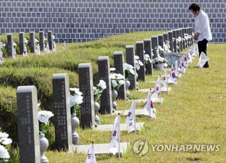 5·18기념식 9년만에 '임을 위한 행진곡' 제창