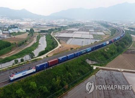 全長1.2キロの韓国最長の貨物列車が試験運行に成功