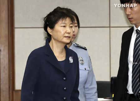 Park Geun Hye comparece en audiencia pública al comenzar su juicio