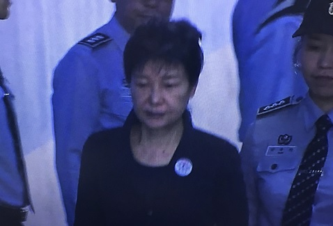Corruption trial of ousted SKorean leader begins