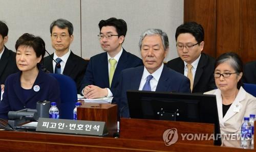 حضور الرئيسة السابقة بارك للمحاكمة مع تشيه سون شيل