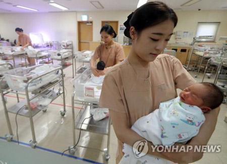 新生児平均寿命82.7歳 男女差は縮小