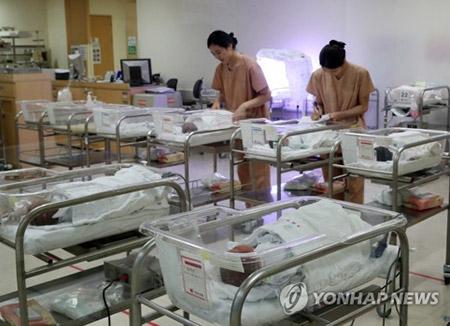 지난해 출생아 잠정집계 35만8천명…12% 감소
