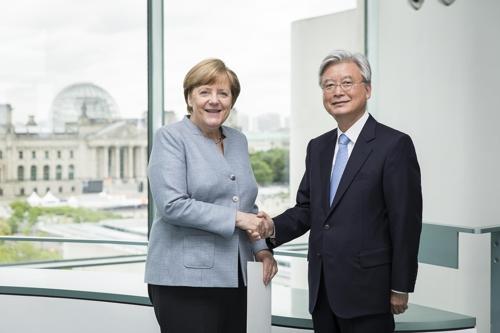 France President, Macron swerves past Trump to embrace Merkel