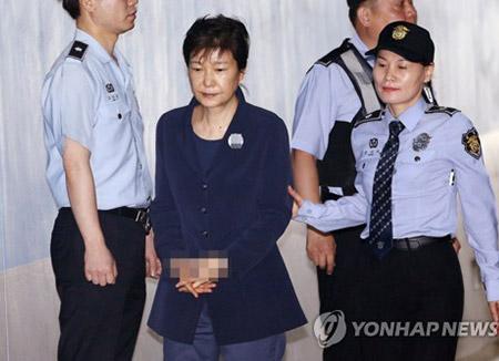 « Choi Gate » : 3e comparution de Park Geun-hye à son procès