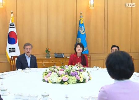 La oposición critica el nombramiento de Kang Kyung Hwa