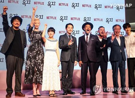 奉俊昊对电影《玉子》引发的争议表明立场